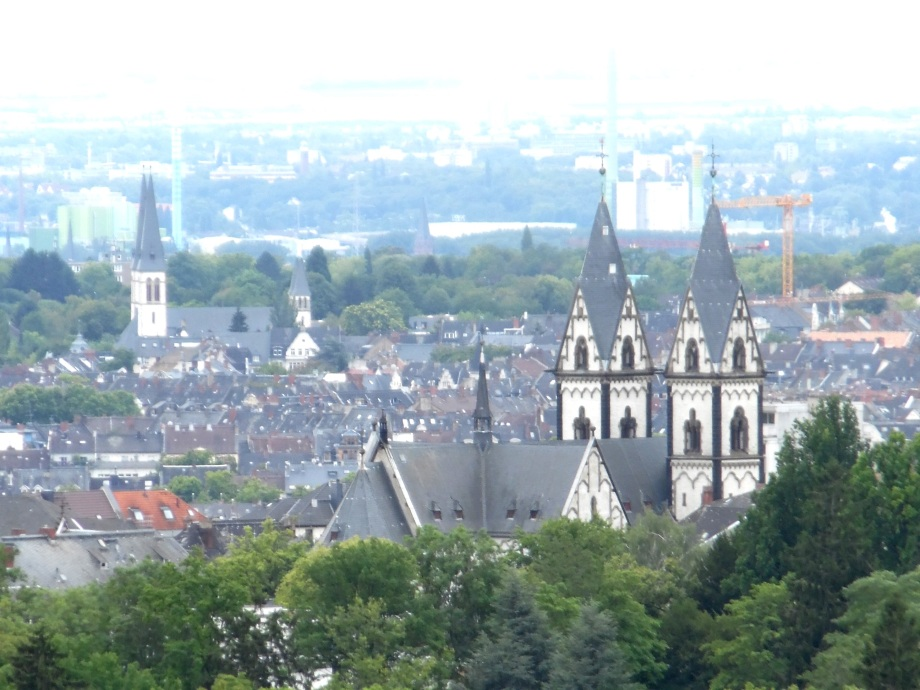 Mariahilf-Kirche-Wiesbaden-Sicht-vom-Opelbad-Nadia-Baumgart