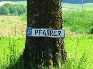 Parkplatz des Pfarrers