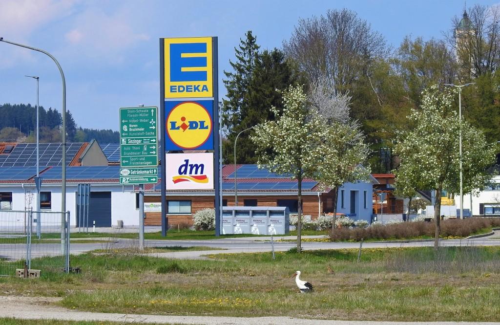 Birnbacher Storch geht in Bad Birnbach einkaufen