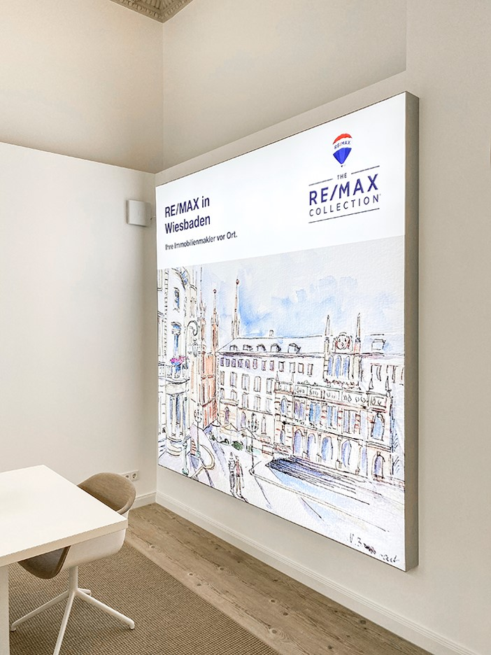 Die Markenwand von RE/MAX in Wiesbaden - Kunst von Nadia Baumgart