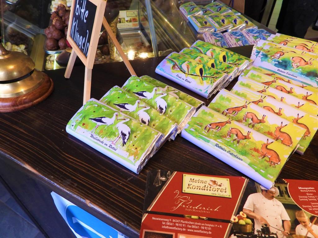 Osterschokolade mit Motiven von gefährdeten Vögeln