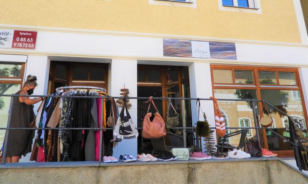 Petzis - Laden in der Hofmark in Bad Birnbach - Ausstellung und Spendenaktion - August 2021